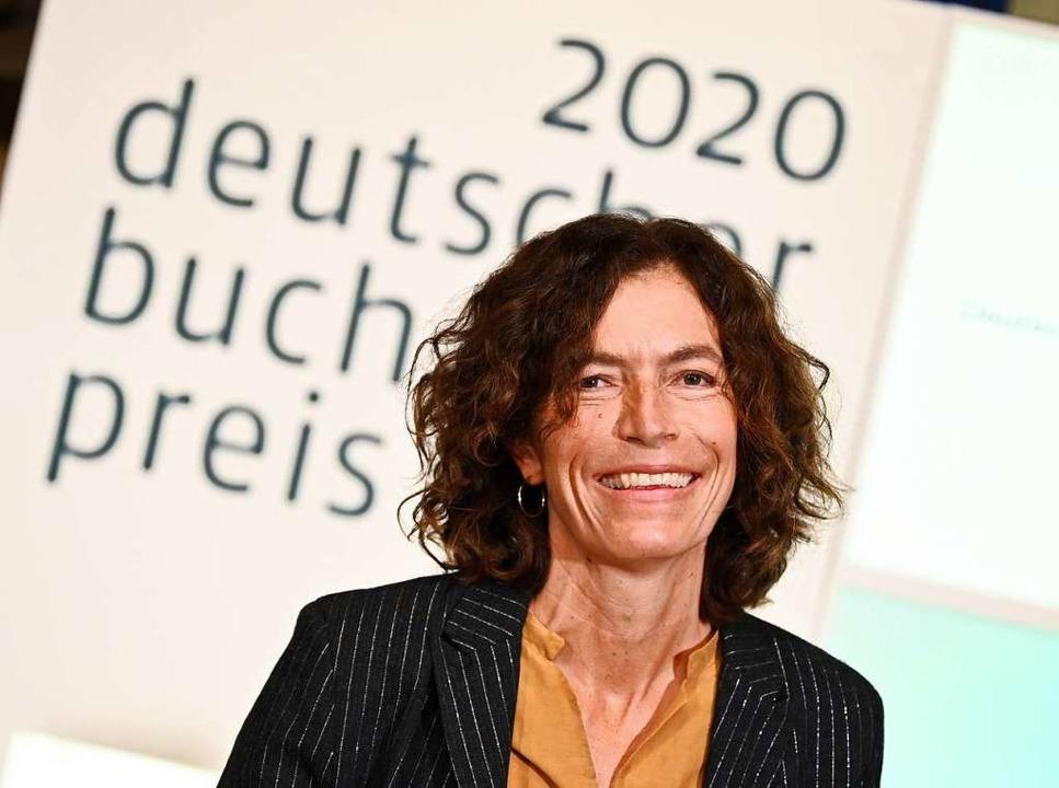 Anne Weber nach der Verkündung des Deutschen Buchpreises 2020 in Frankfurt.     Foto: Arne Dedert (dpa)