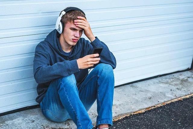 Wo finden Kinder und Jugendliche Hilfe gegen den Hass im Netz?