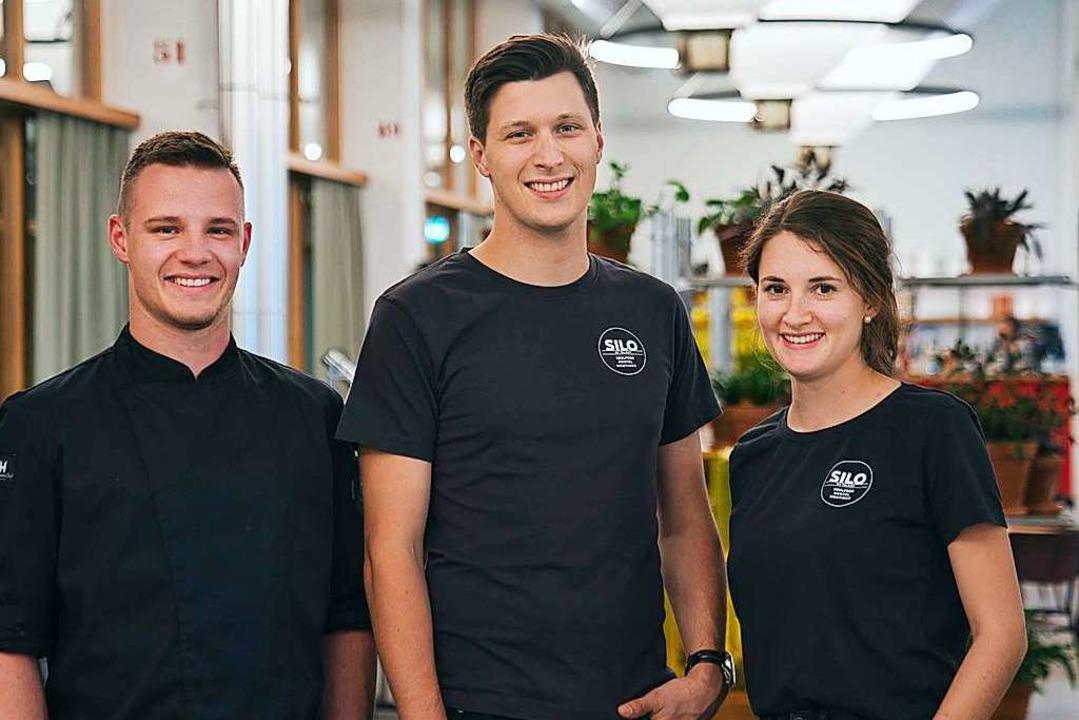 Küchenchef Mike Graf (23), Geschäftsfü...a Klotz (24) gehören zum Leitungsteam.  | Foto: marc gilgen
