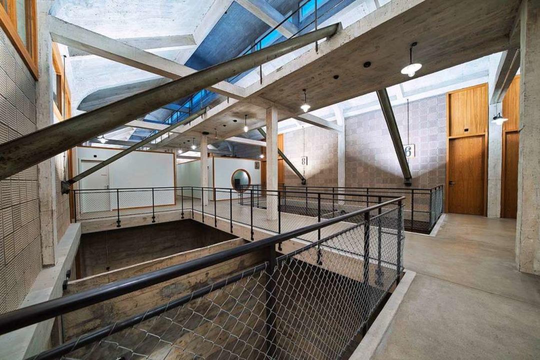 Blick in den Flur des Hostels:  Das Ge...länder wurden diesem Design angepasst.  | Foto: marc gilgen