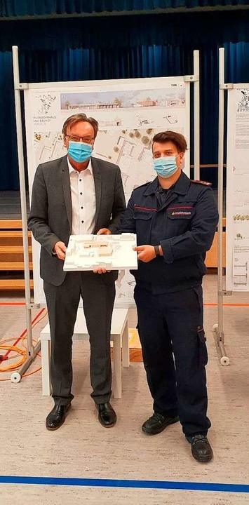Umkirchs Bürgermeister Walter Laub und...per für Bauhof und Feuerwehr vorsieht.  | Foto: Julius Wilhelm Steckmeister