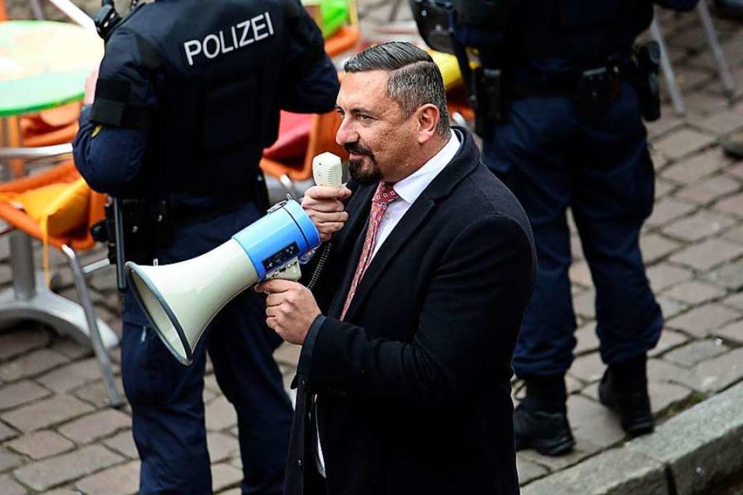 AfD-Stadtrat Dubravko Mandic – h... einer Kundgebung im März in Freiburg.  | Foto: Ingo Schneider