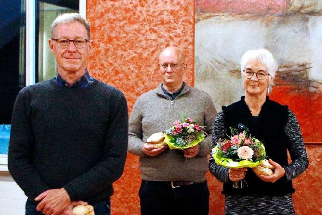 Blumen und Lahrer Murren für die Preis...utmann, Jürgen Sutter und Beate Reiner    Foto: Heidi Fößel