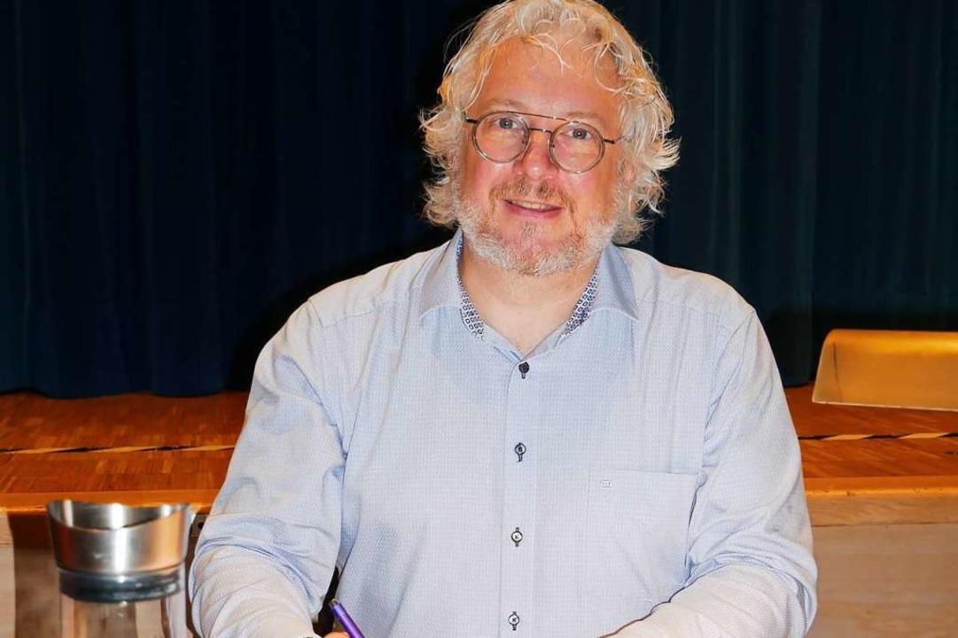 Ralf H. Dorweiler stellte in der Wehrer Stadthalle seinen neuesten Roman vor.     Foto: Michael Gottstein