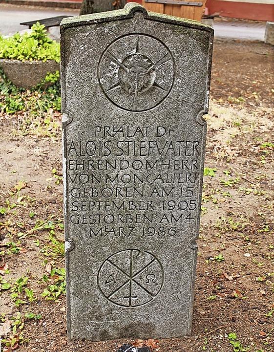 Der Grabstein von Alois Stiefvater  | Foto: Franziska Kiele