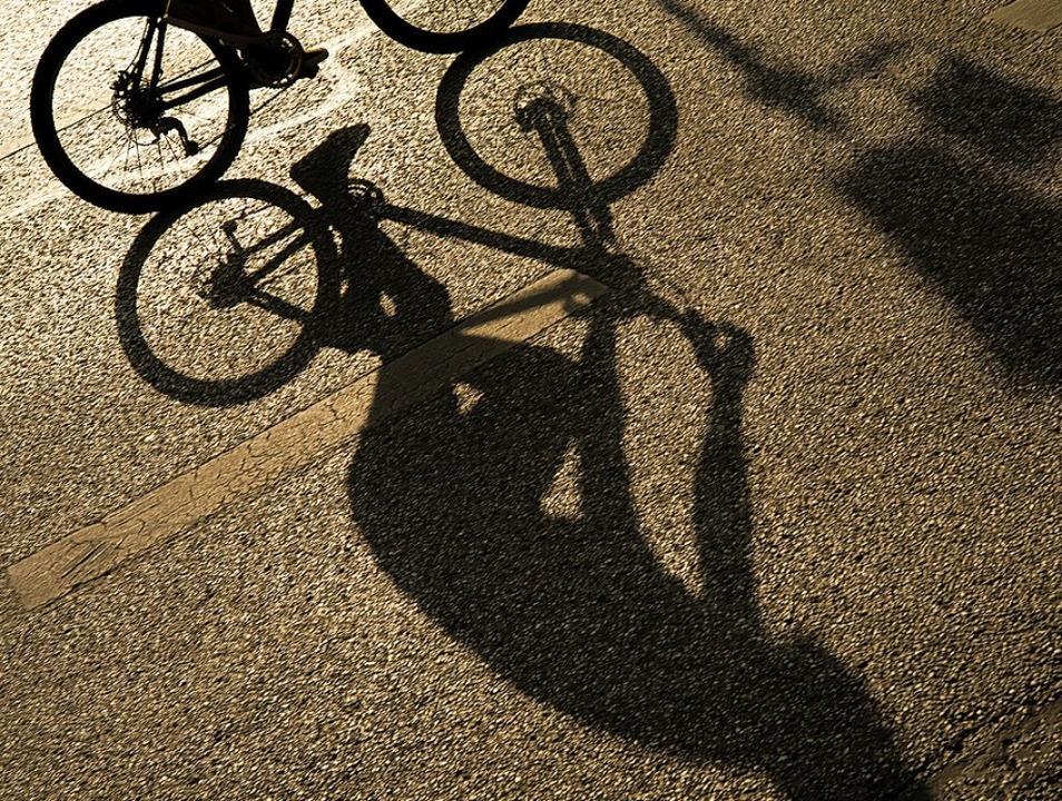 Ein Leser fordert mehr Sicherheit für ...sten her zum Lahrer Flugplatz fahren.   | Foto: Peter Kneffel (dpa)