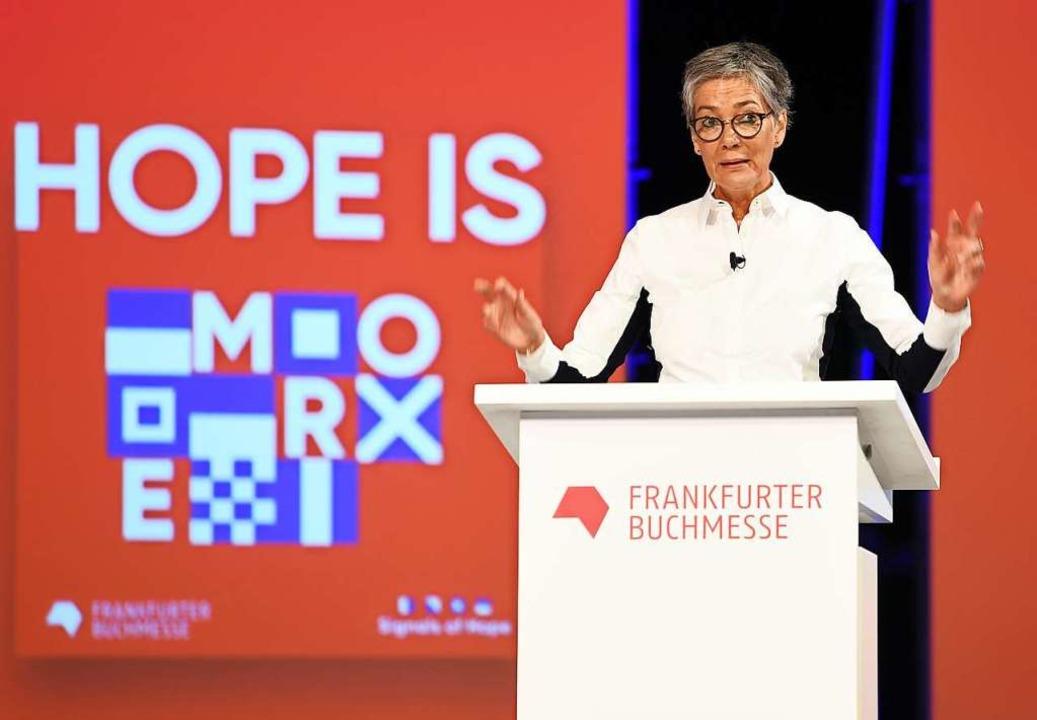 Karin Schmidt-Friderichs, Vorsteherin ...der Frankfurter Buchmesse am Dienstag.  | Foto: Arne Dedert (dpa)