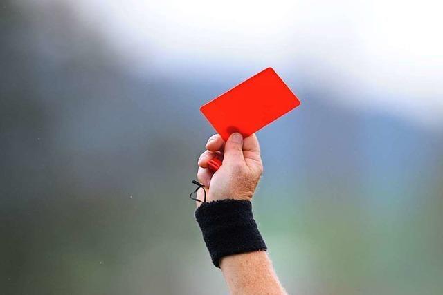 Spielabbruch: Fußballer von Zuschauer rassistisch beleidigt