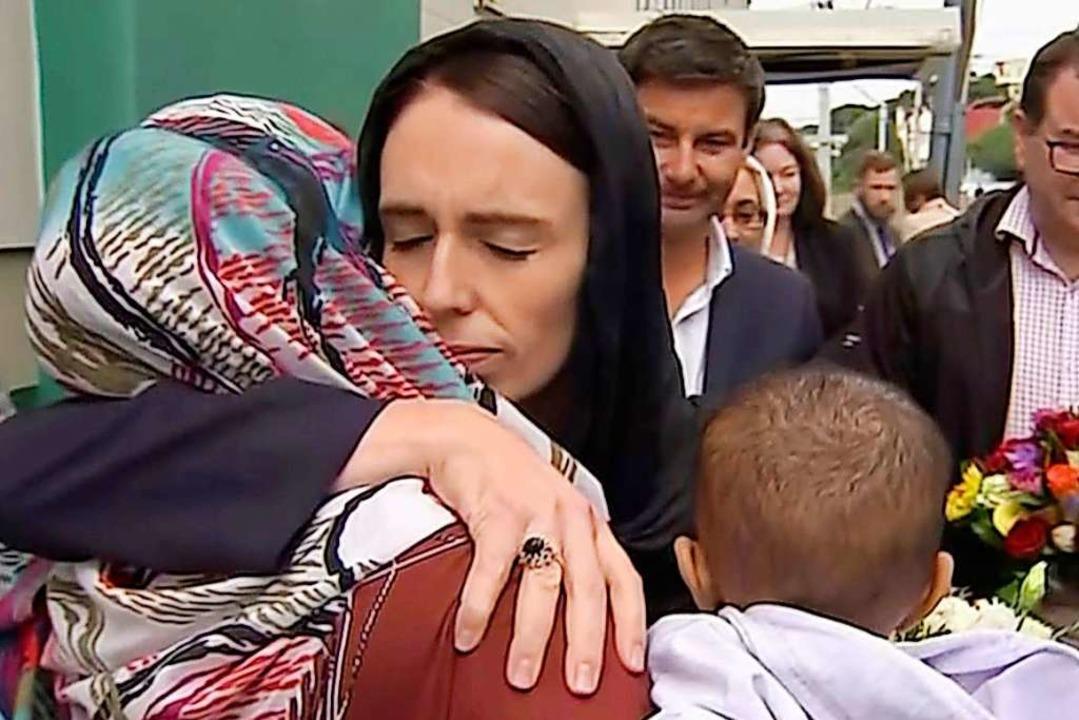 Nach dem Attentat auf Muslime im März 2019: Ardern spendet Trost  | Foto: Uncredited