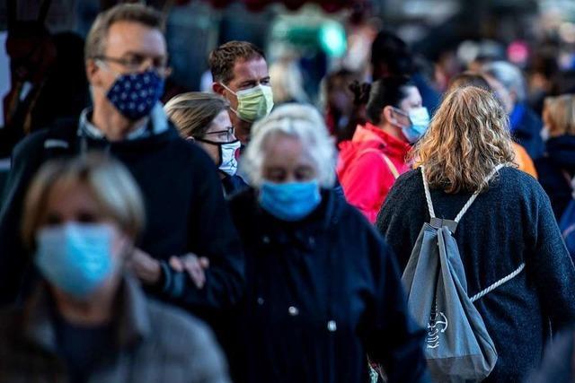 Bund dringt auf ergänzende Maskenpflicht und kleinere Feiern