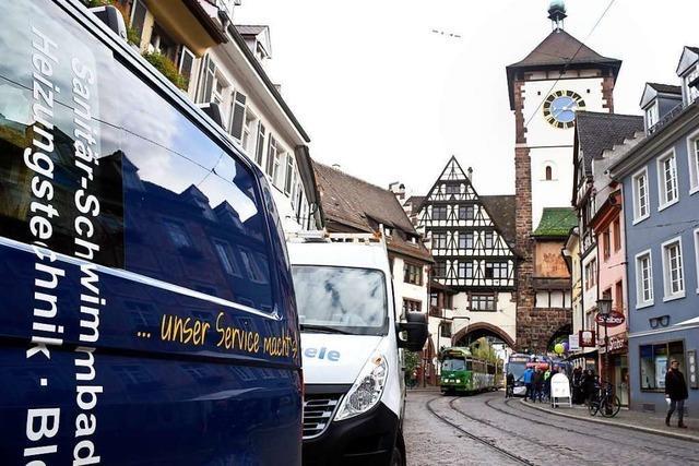Freiburger Handwerker klagen über zu wenig Parkplätze für Montage-Autos