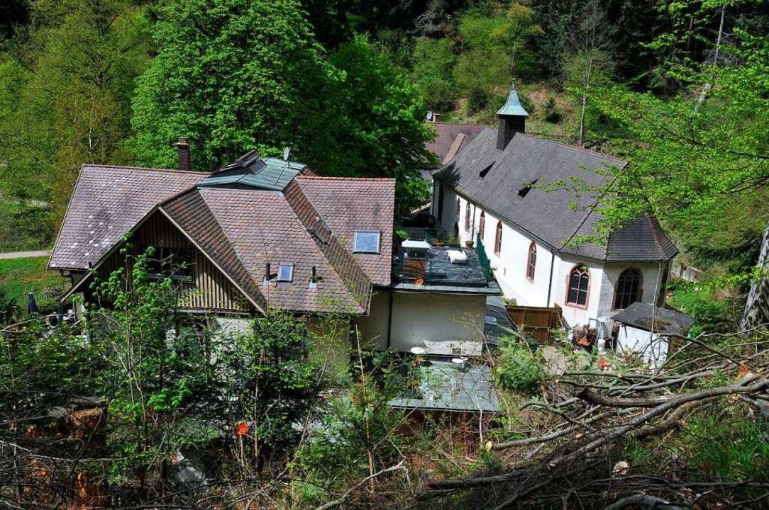 Auf einen Blick: die Wallfahrtskirche ...lien und nebendran das Waldrestaurant.  | Foto: Ingo Schneider
