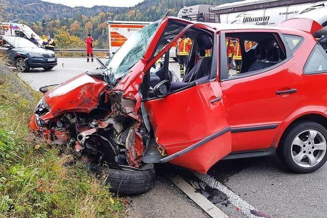 Unfall im Höllental bei der Kreuzfelsenkurve – B 31 war gesperrt
