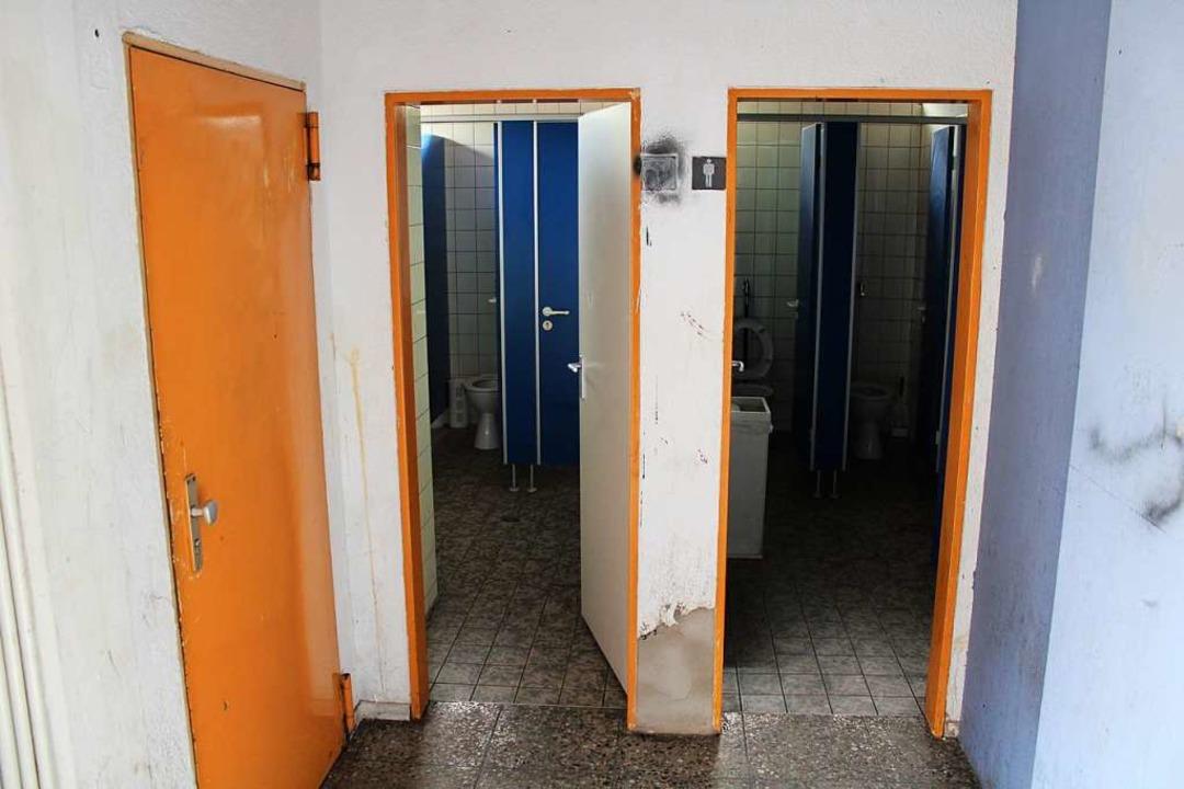 Die WC-Anlage am Busbahnhof Todtnau wa...derholt Tatort von Sachbeschädigungen.  | Foto: Manuel Hunn