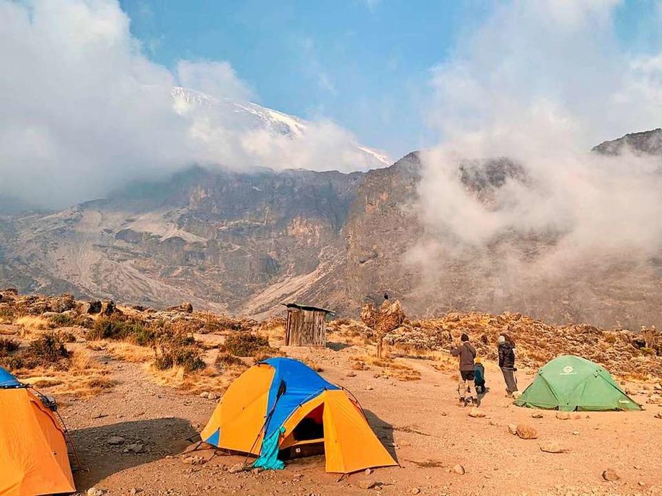 Feuer auf dem Kilimandscharo  | Foto: Debbie Bachmann (dpa)