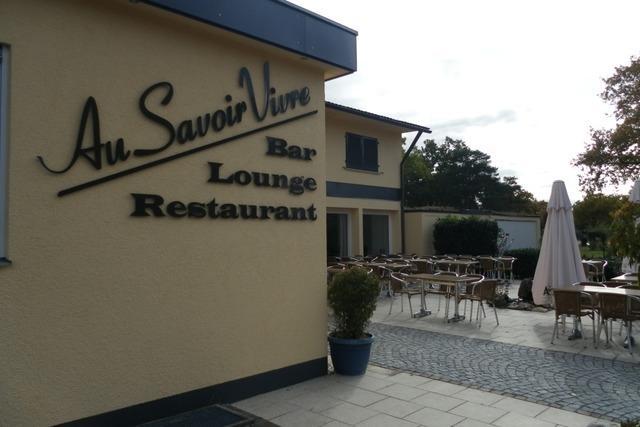 Durch den Wald und am Rhein entlang zum Restaurant Au Savoir Vivre
