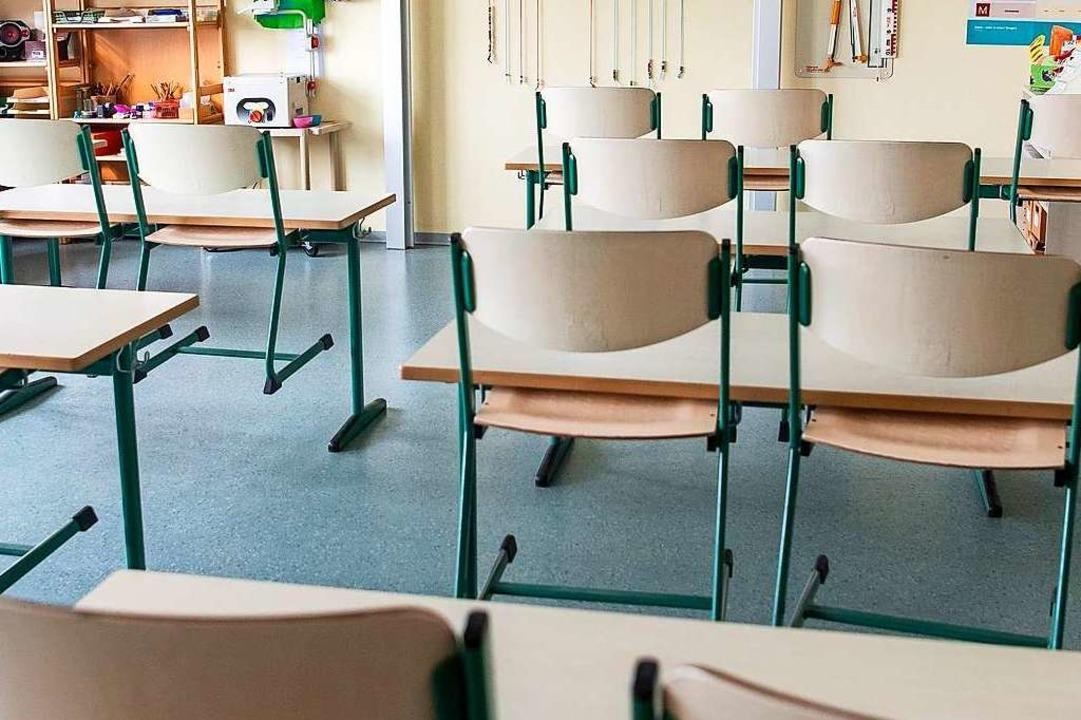 Leer bleiben am Freitag einige Klassenzimmer in Bötzingen.  | Foto: Sina Schuldt (dpa)