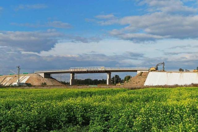 Bahnbrücke Kleinfeldele in Auggen wird frühestens im April 2021 freigegeben