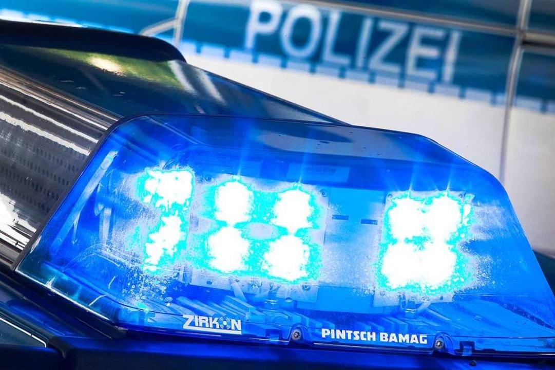 Die Polizei sucht Zeugen des Unfalls.  | Foto: Friso Gentsch (dpa)