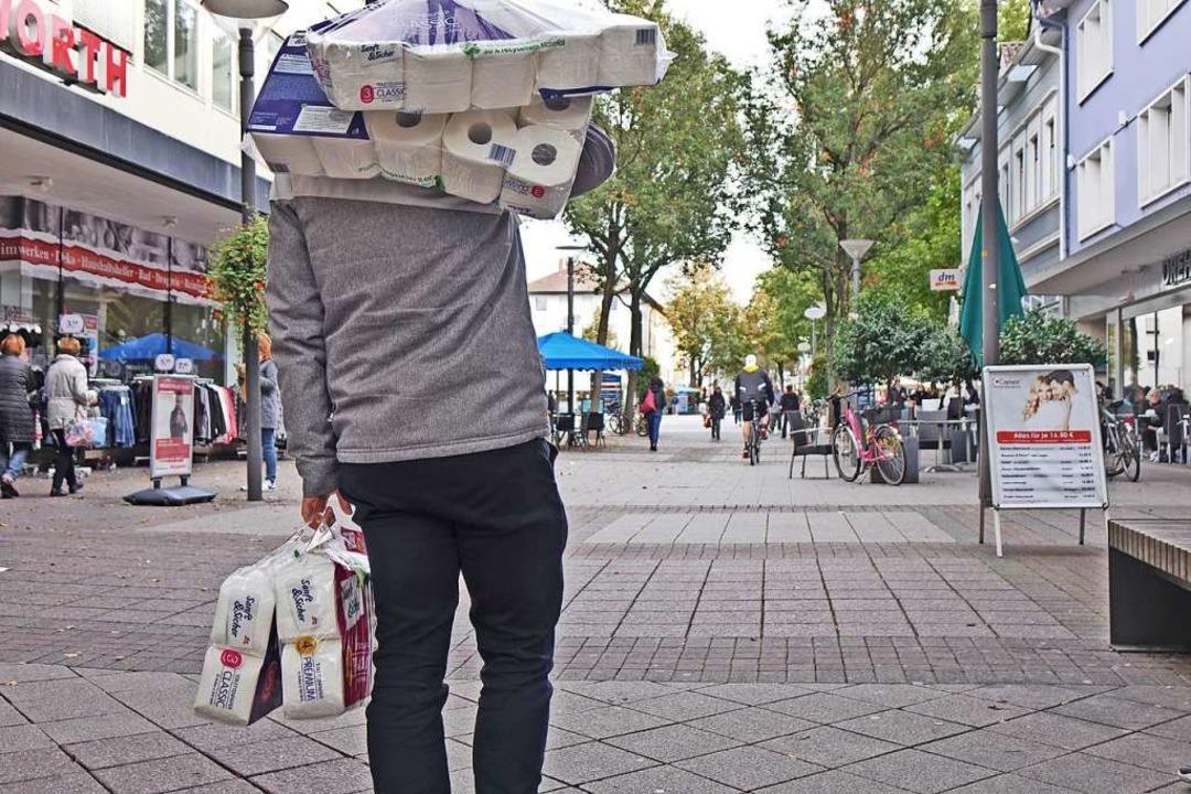 Hamsterkäufe: Ein bekanntes Bild aus f...n, beobachtet in der Kehler Innenstadt  | Foto: Annette Lipowsky/Stadt Kehl