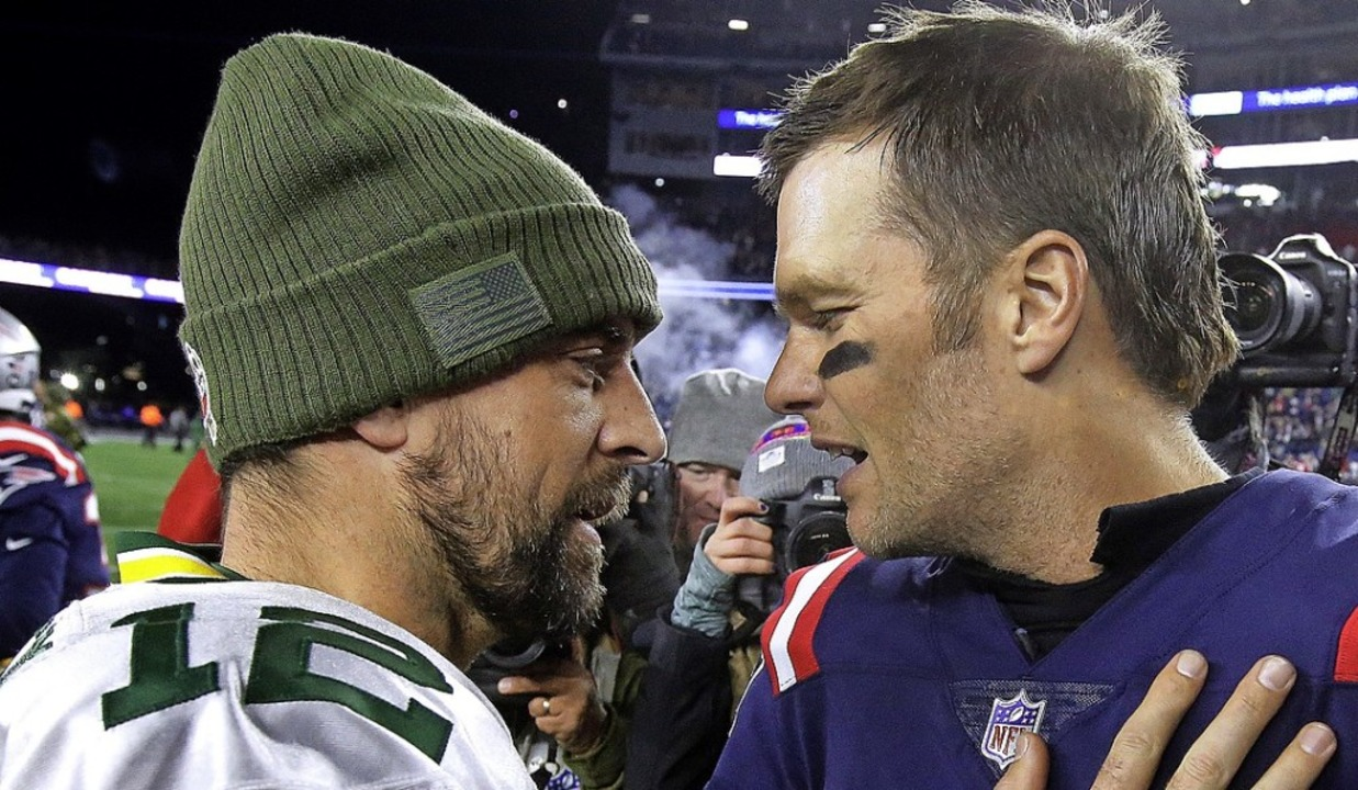 Aaron Rodgers (links) und Tom Brady  | Foto: Steven Senne (dpa)