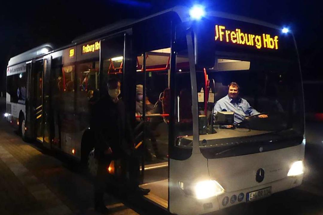 Startklar im  Morgengrauen: Eichstette...Entlastung der S-Bahn  beitragen soll.  | Foto: Manfred Frietsch