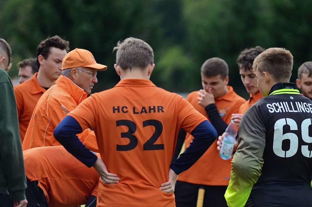 Jochen Bornemann (mit Kappe) sah am So...einen beherzten Auftritt seines Teams.  | Foto: Uwe Schwerer