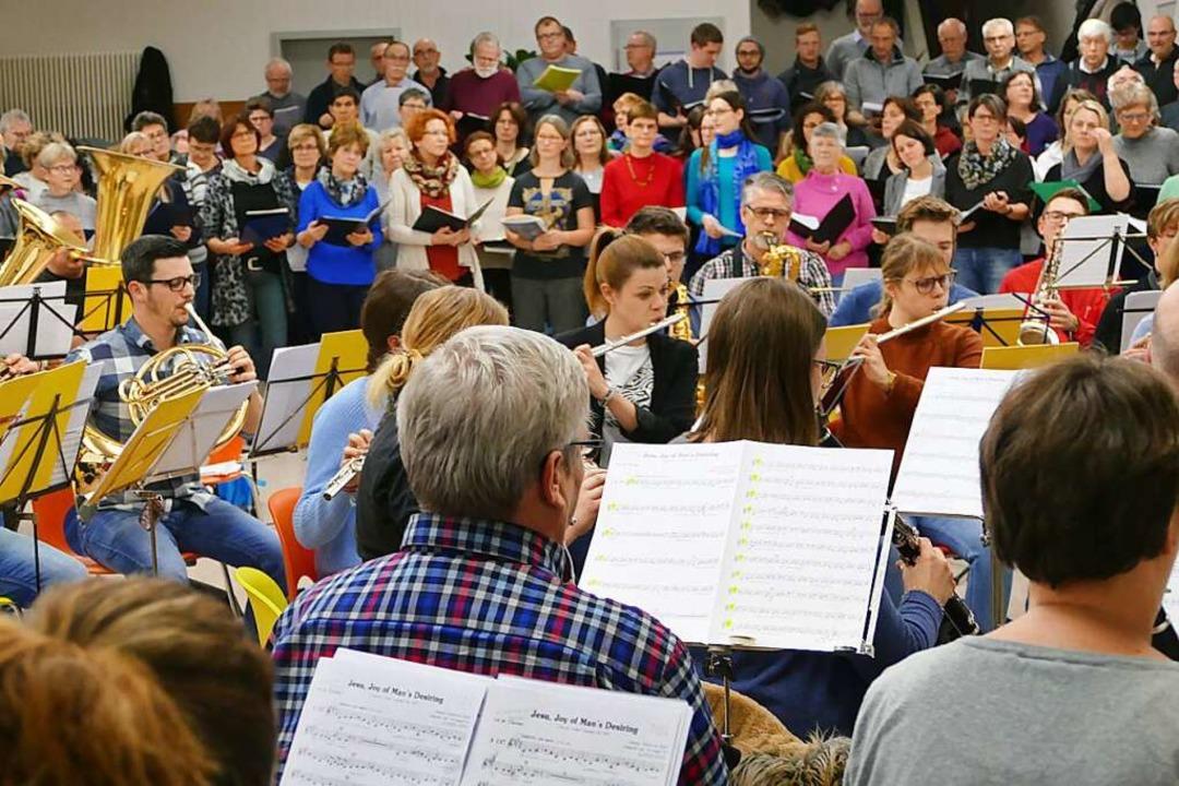 Aus heutiger Sicht unvorstellbar: die ...s großen Gesamtchors Anfang des Jahres  | Foto: Victoria Langelott