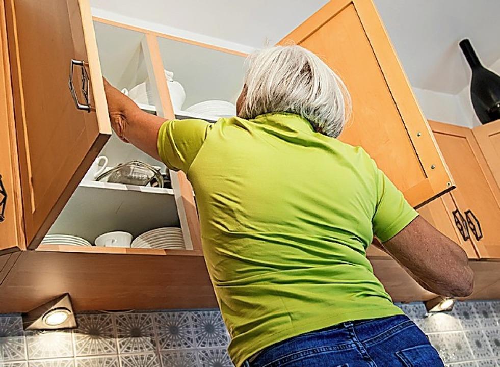 Im höheren Alter geht manches nicht mehr so leicht von der Hand.  | Foto: Christin Klose