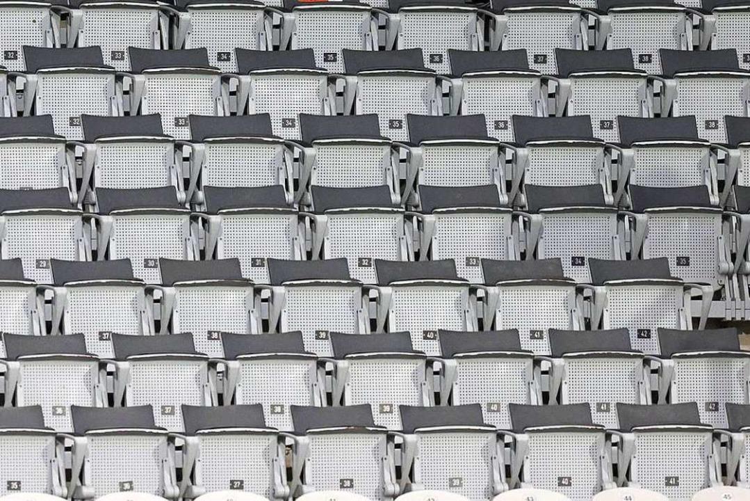 Leere Ränge im Dreisamstadion: Das Spi...ollten teilnehmen können (Archivbild).  | Foto: Ronald Wittek (dpa)