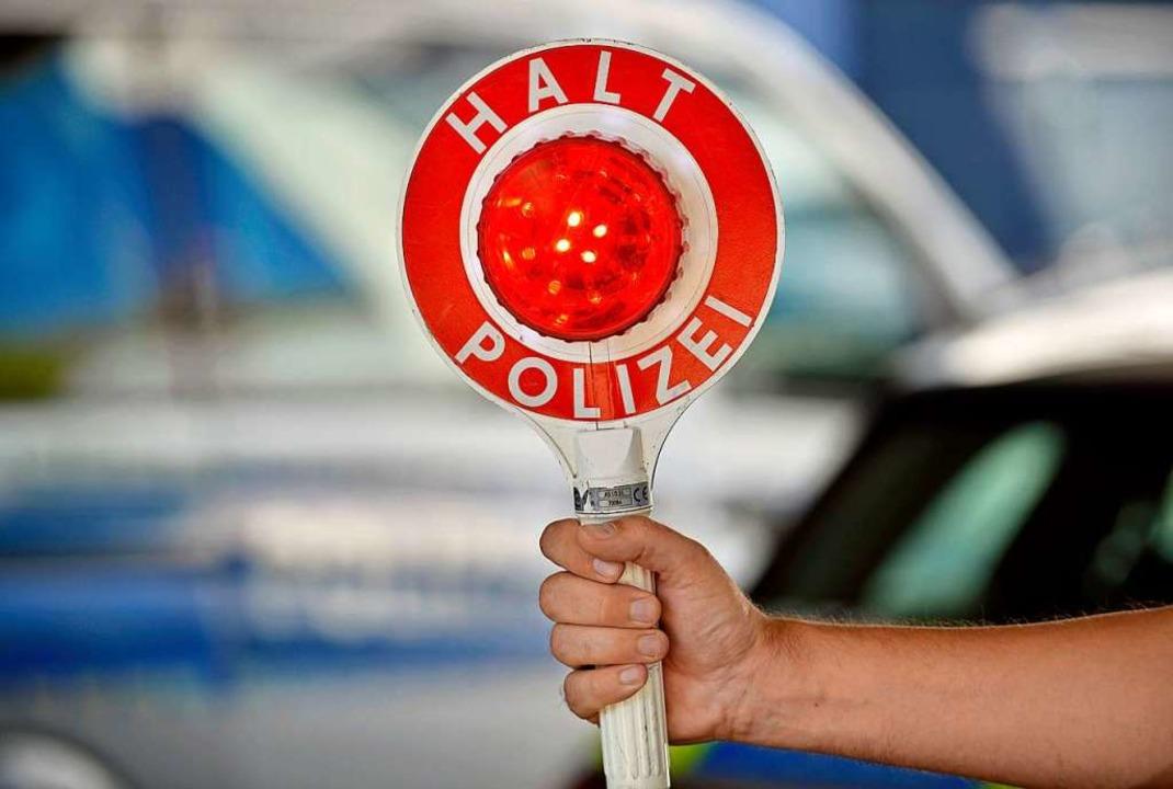 Bei einer Kontrolle hat die Polizei ei...henden Mann kontrolliert (Symbolfoto).  | Foto: Michael Bamberger