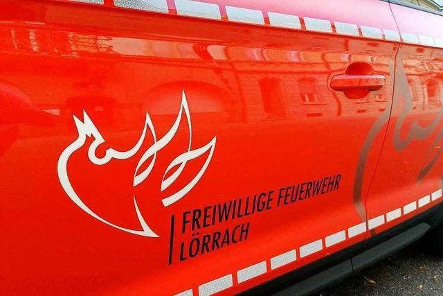 150 Liter Diesel laufen aus einem Lastwagentank in Lörrach