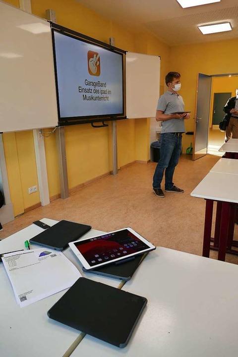 Unterricht mit Laptop und digitaler Tafel  | Foto: Ulrich Senf