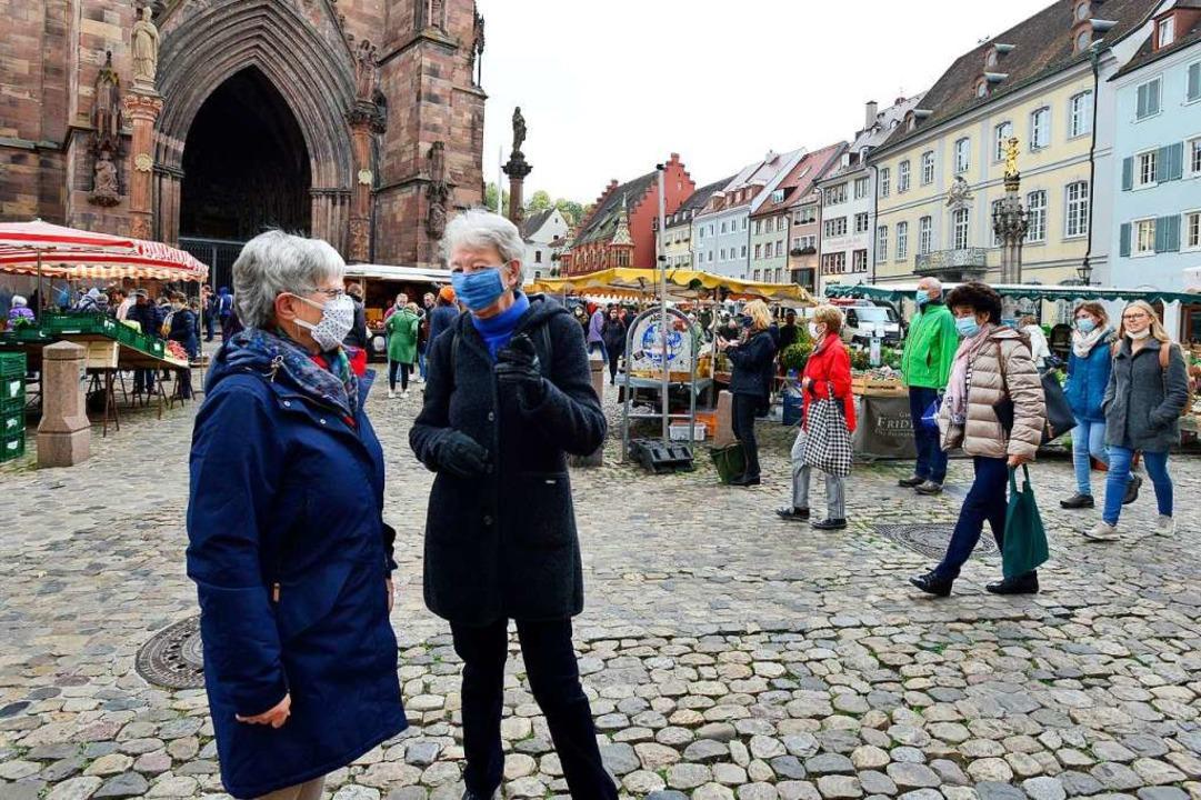 An Bus- und Bahnhaltestellen in Freibu...fentliche Veranstaltungen ausgeweitet.    Foto: Ingo Schneider