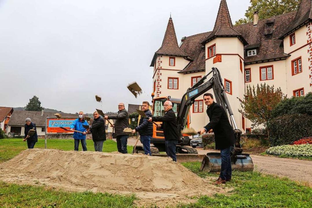 Kommunalpolitiker, Planer und Bauunter...hmieheimer Schlossgartens ist gemacht.    Foto: Sandra Decoux-Kone