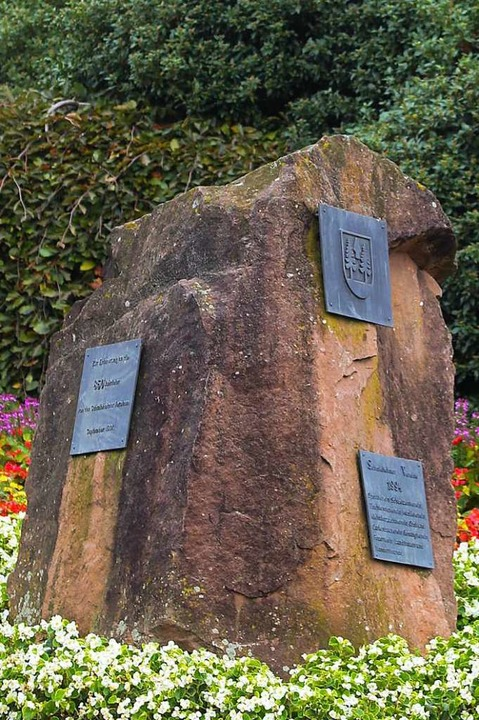 Der Gedenkstein wird wohl nicht im Schlossgarten verbleiben.    Foto: Sandra Decoux-Kone