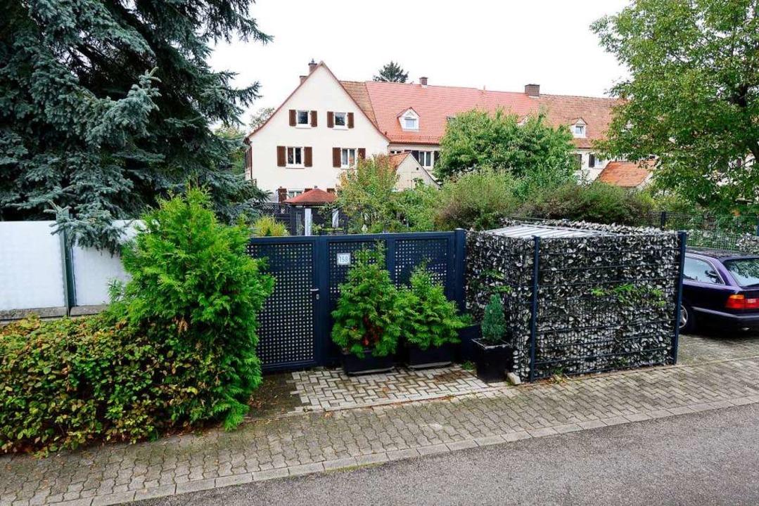 Ein Hausbesitzer in der Gartenstadt so...le störe, findet die Stadtverwaltung.   | Foto: Ingo Schneider