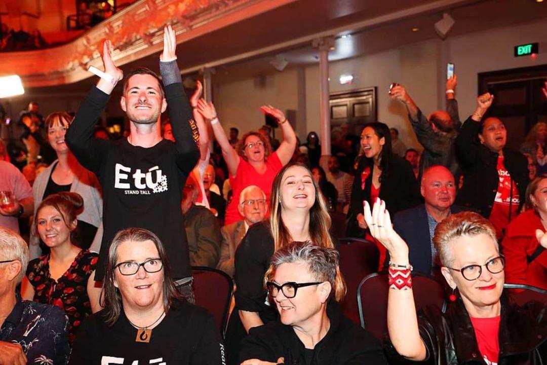 Jubel bei der Labour-Wahlparty am Samstag in Auckland  | Foto: MICHAEL BRADLEY (AFP)