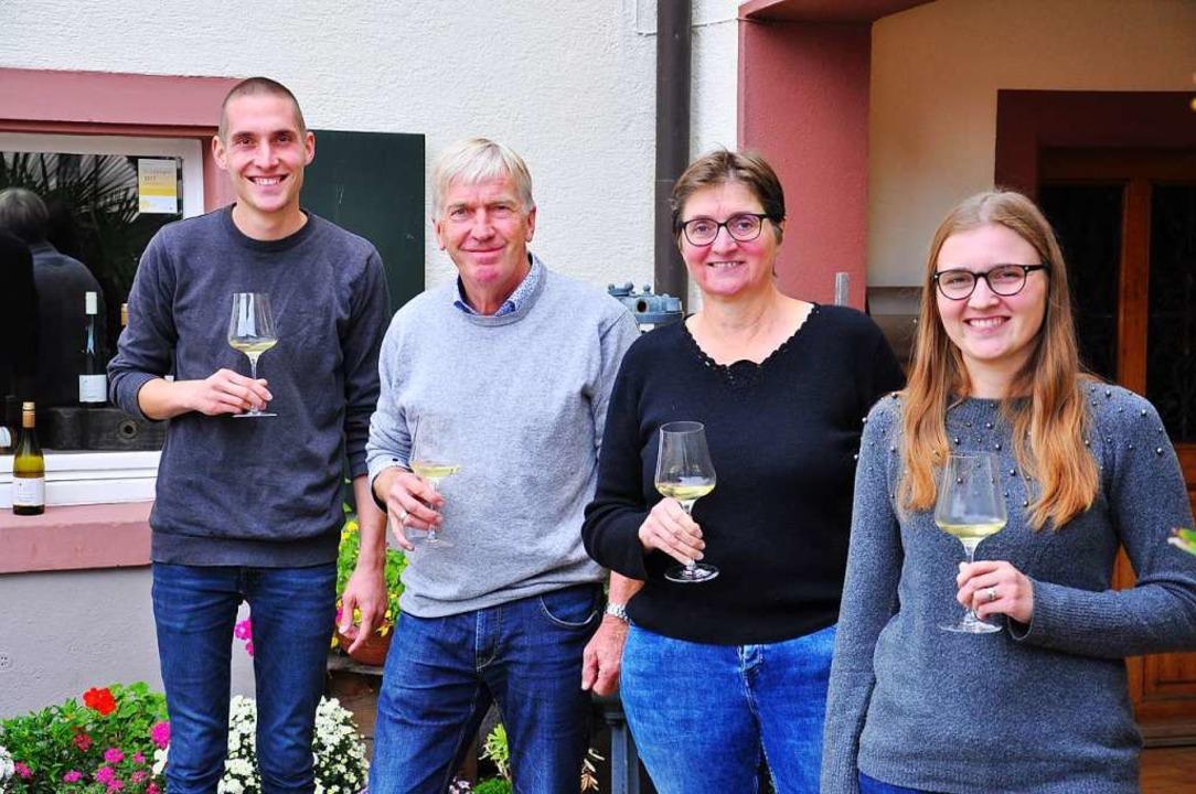 Im Weingut Huck-Wagner kommt Verstärku...rn Roland und Christiane  Huck-Wagner.  | Foto: Jutta Schütz