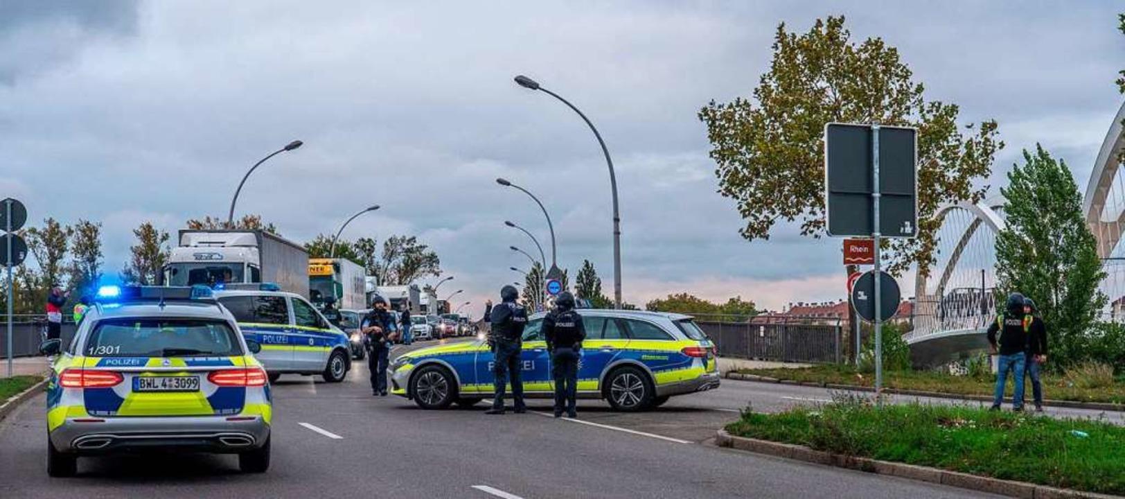Vorsorglich abgeriegelt: Nach einer Sc...taus. Auch Tram und Züge fuhren nicht.  | Foto: Helmut Seller