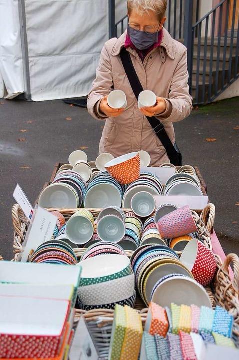 Welche Tasse nehme ich lieber? Die Auswahl war wieder groß.  | Foto: Petra Wunderle