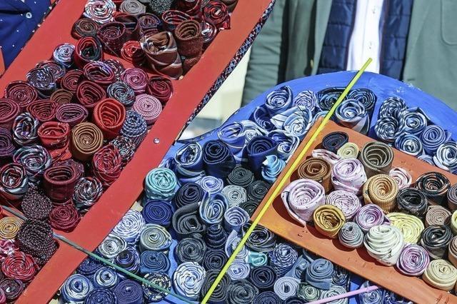 Krawatten werden zum Kunstwerk