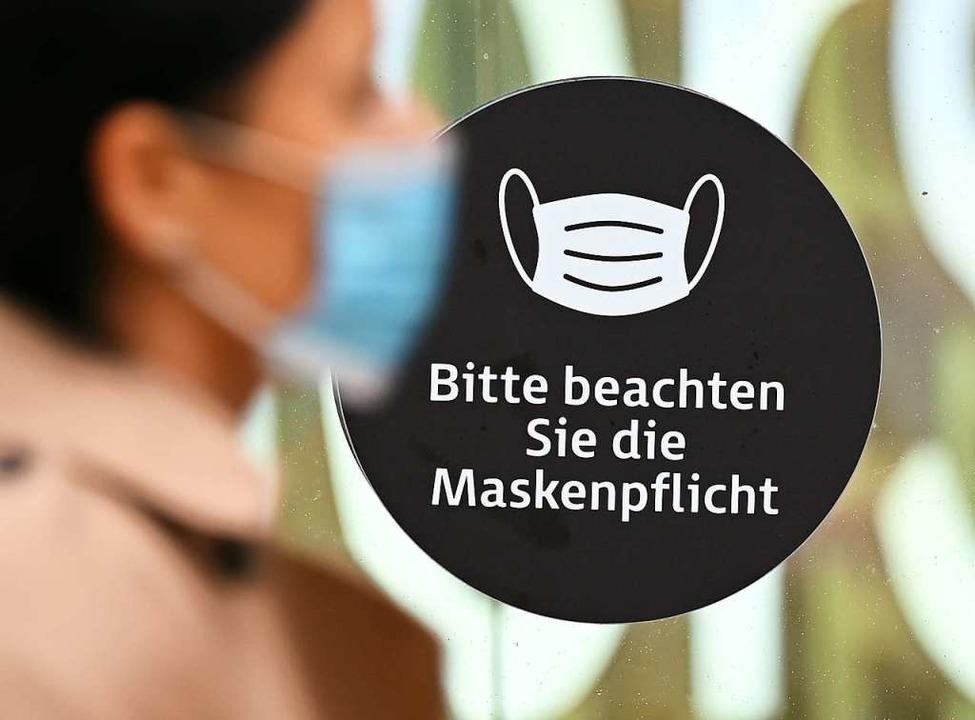 Maskenpflicht gibt ab Montag nicht meh...bstand nicht eingehalten werden kann.   | Foto: Arne Dedert (dpa)