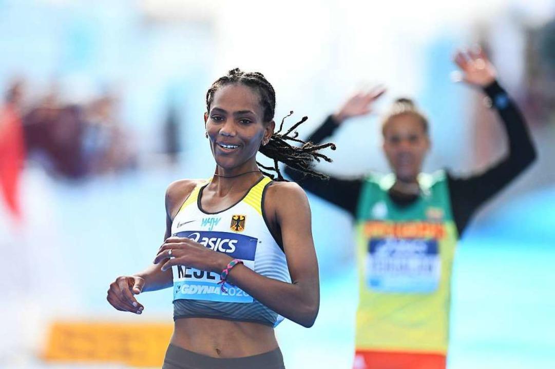Silbermedaillengewinnerin Melat Kejeta...  100 Meter vor dem Ziel falsch abbog.  | Foto: Adam Warzawa (dpa)
