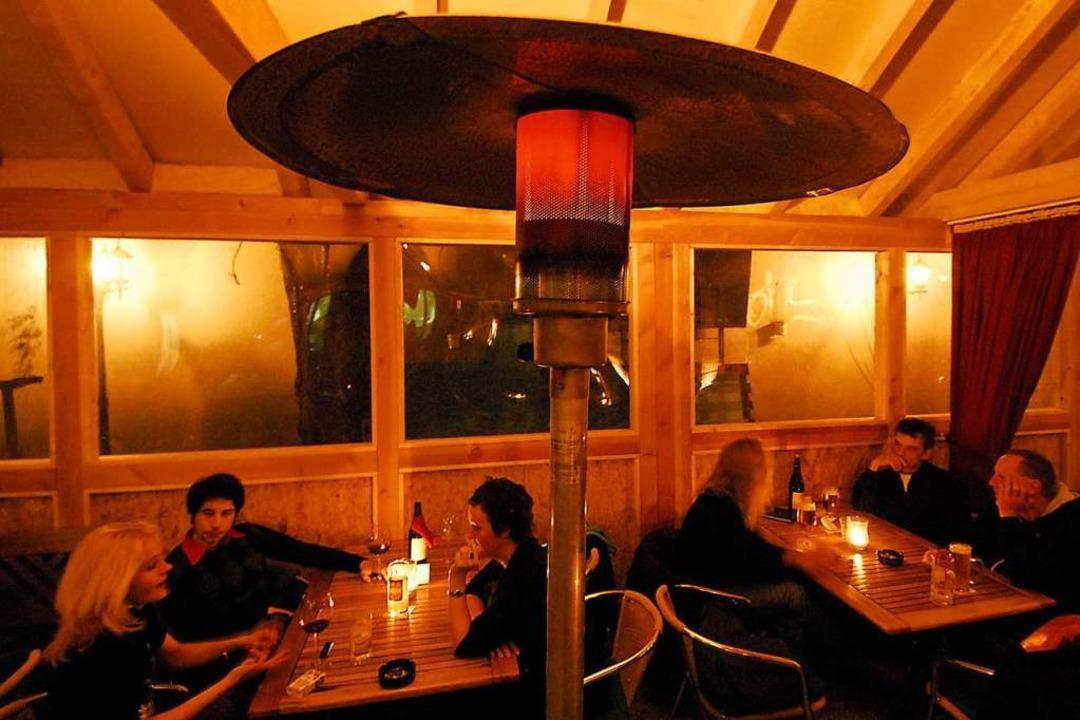 Heizpilze machen den Restaurant-Aufenthalt draußen im Winter angenehmer.   | Foto: Michael Bamberger