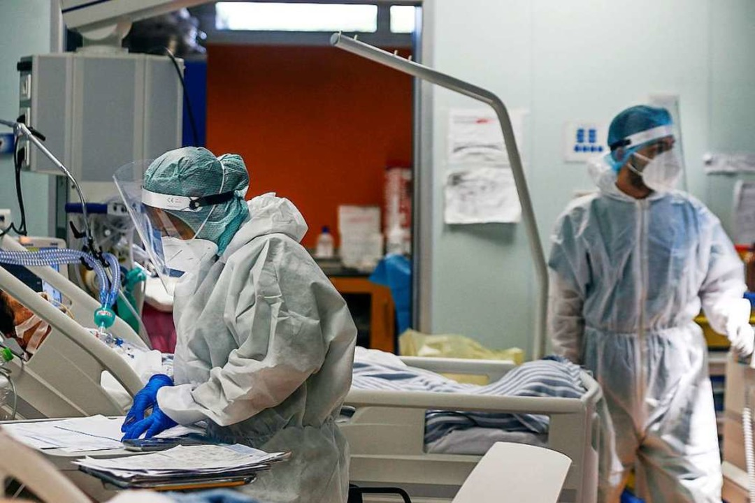 Das Coronavirus hat Europa weiter im G...häuser wieder an die Belastungsgrenze.    Foto: Cecilia Fabiano (dpa)