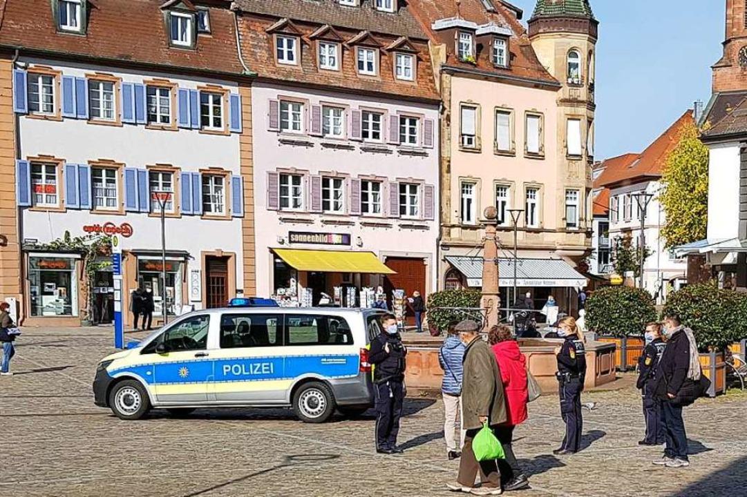 Freundlich aber bestimmt wiesen Polize.... Bußgelder wurden noch nicht erhoben.    Foto: Gerhard Walser