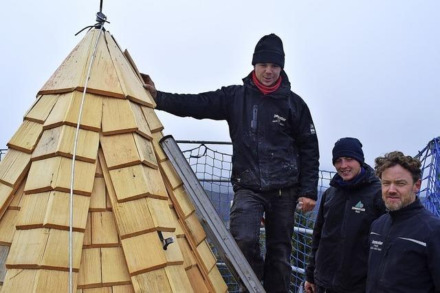Neue Schindeln für den Hochkopfturm