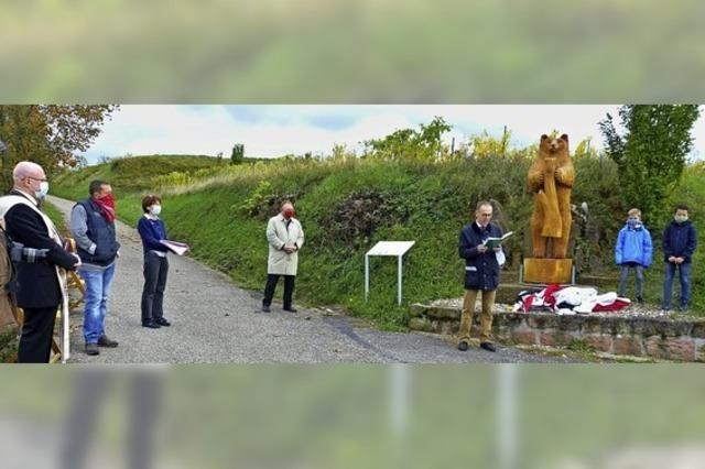 Ein neuer Bär wacht nun am Blumbergkreuz