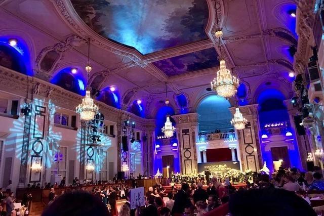 Wie eine Weilerin Walzer in der Wiener Hofburg tanzte